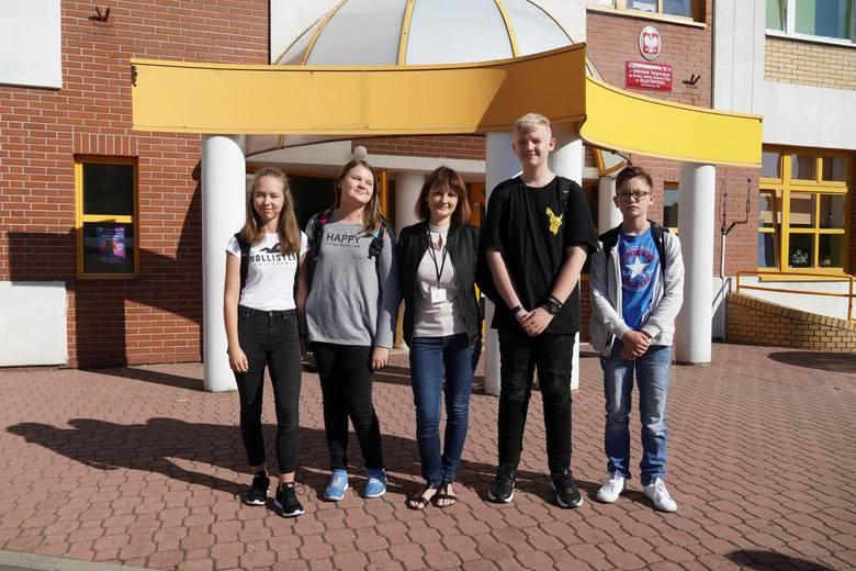 Od lewej: Natalia Półtorak, Aleksandra Jackowska, Katarzyna Sidorczuk, Kacper Banasiuk i Oliwier Rogowski
