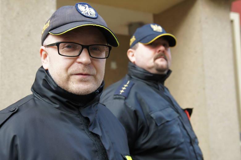 Jacek Baranowski i Rafał Mrowiński - strażnicy miejscy, którzy w Nowej Soli kontrolują, czym mieszkańcy palą w piecach