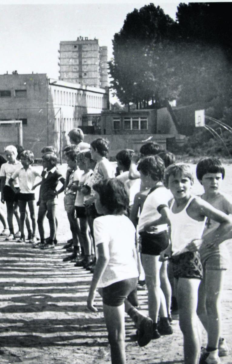 Latem maluchy miały zajęcia sportowe.
