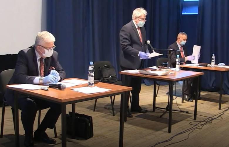 Sesja Rady Gminy i Miasta Przysucha odbywała się w sali miejscowego Domu Kultury, z zachowaniem zasad bezpieczeństwa.