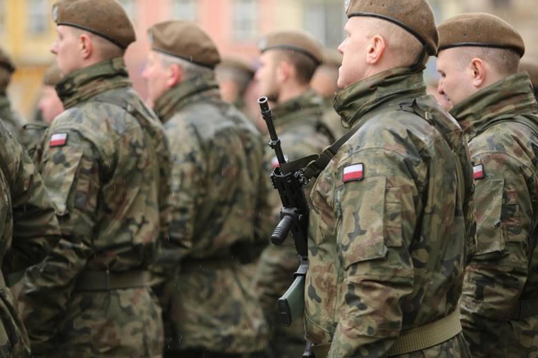 Byli szeregowi w wojsku dostają średnio 2130 zł brutto emerytury,