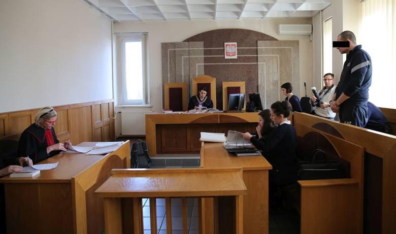 Z łódzkiego sądu: znęcał się nad dziećmi [zdjęcia]