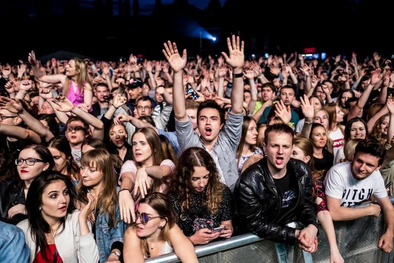 Oto zestawienie jesiennych koncertów organizowanych jesienią we Wrocławiu. Zobaczcie, na jaki koncert można wybrać się jesienią. W opisach pod zdjęciami