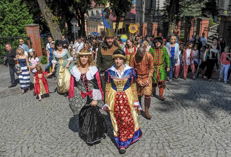 W niedzielę przeszła parada zamkowa, odbyły się m.in. zabawy plebejskie i turniej rycerski o miecz króla Kazimierza. Gwiazdą muzyczną święta przemyskiego