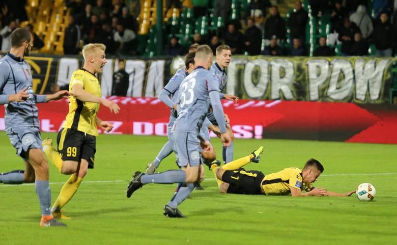 Później przyszła wpadka z pierwszoligowym GKS Katowice w Pucharze Polski, kiedy to Portowcy zremisowali 1:1 i przegrali 3:4 po rzutach karnych. Po tym