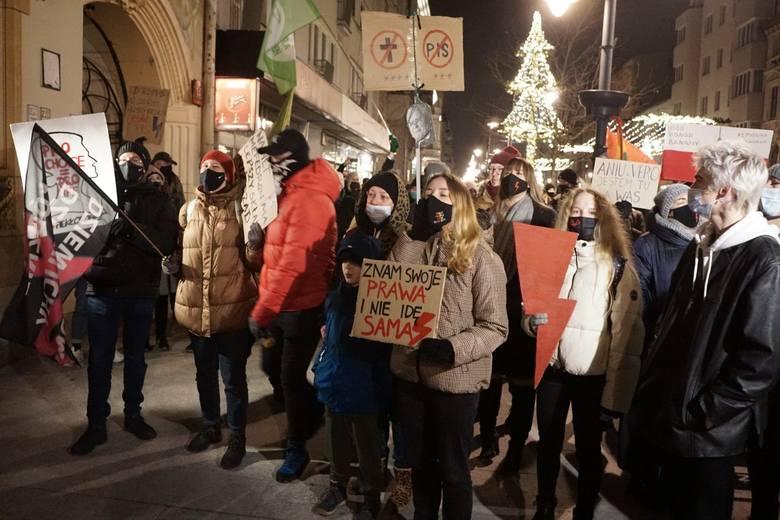 Protest Kobiet w Łodzi przeciwko zakazowi aborcji.