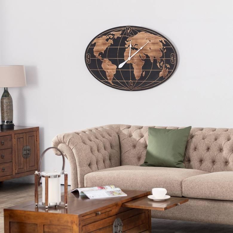 Zegar z modnym nadrukiem mapy świata będzie idealnym prezentem na Dzień Ojca dla taty, który dużo podróżuje.