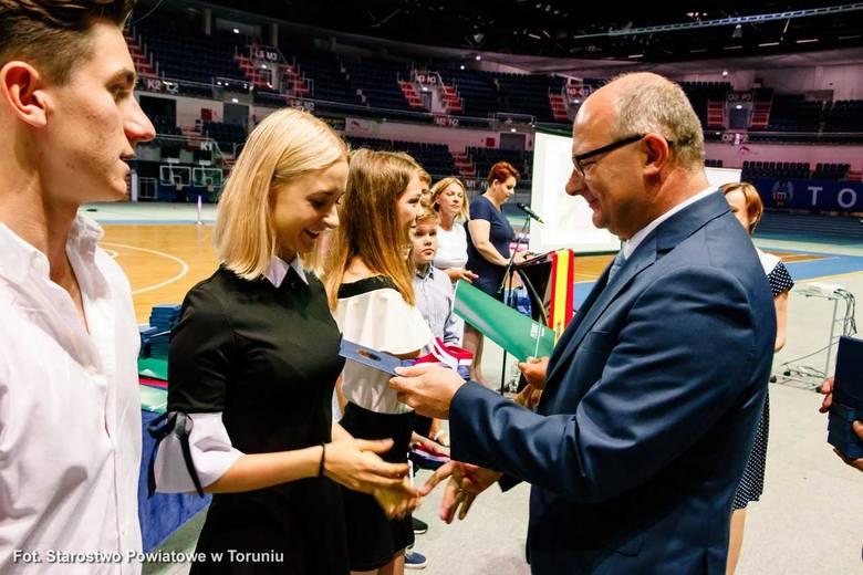 Starosta Mirosław Graczyk docenił sportowców z powiatu