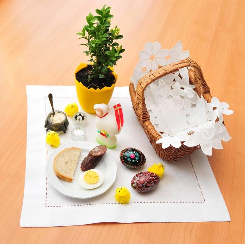 Koszyk wielkanocny droższy niż w ubiegłym roku. Drożeje wszystko - od soli, po chleb i jajka. To efekt epidemii koronawirusa?