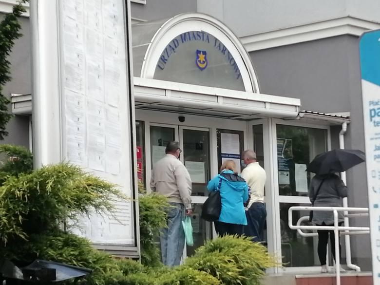 Dostęp do urzędu miasta odbywa się z obecnie znowu z dużymi ograniczeniami, jak na początku epidemii