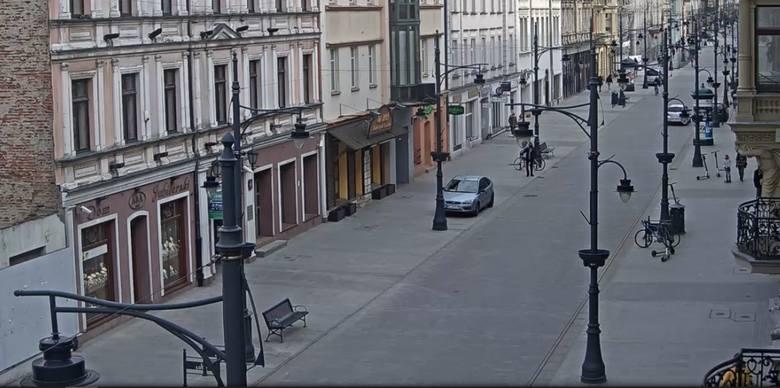 Koniec kwietnia 2021 r. Ul. Piotrkowska na odcinku między ul.Traugutta/6 Sierpnia a ul. Narutowicza/Zieloną.
