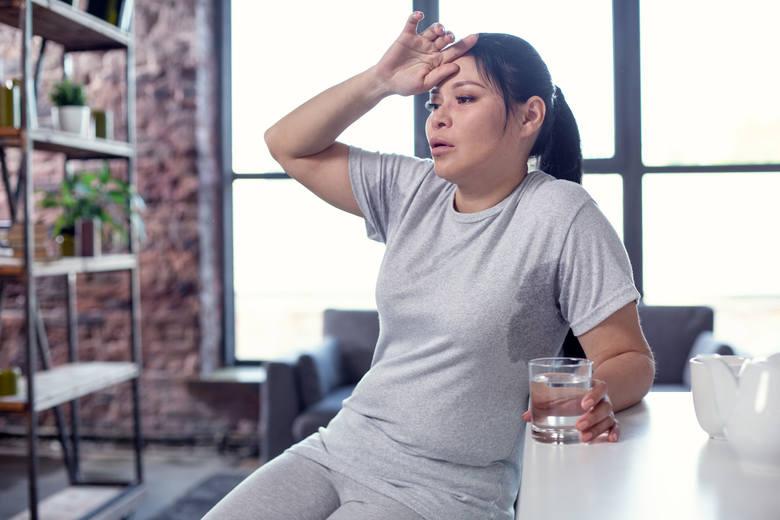 To jeden z najbardziej charakterystycznych objawów insulinooporności, choć może wskazywać też na hipoglikemię reaktywną. Zjazdy energetyczne w potocznym