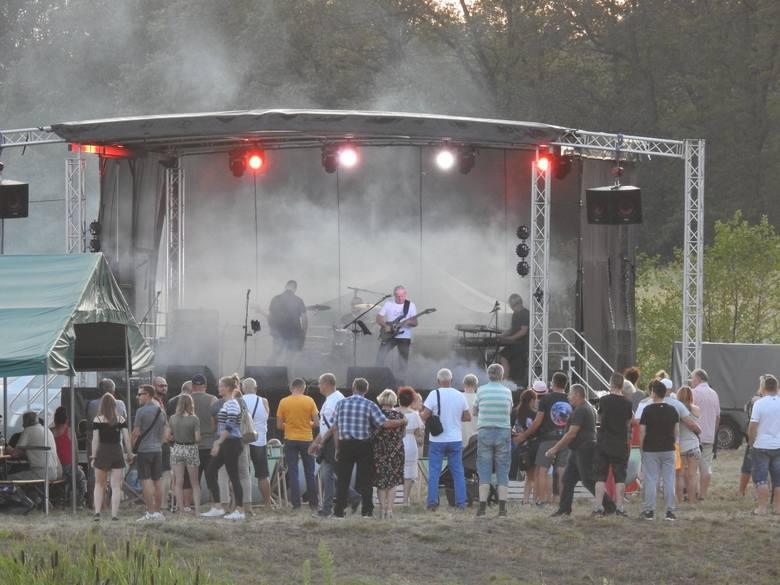 W sobotę, 27 lipca, nad zalewem w Świdnicy odbył się rockowy piknik. Gwoździem programu był występ zespołu Cadillac.Na scenie zagrali także młodzi muzycy