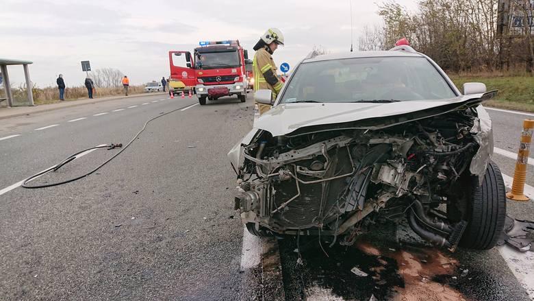 W sobotę służby ratunkowe - w tym strażacy z PSP Rzeszów, OSP Świlcza, OSP Trzciana, zostały zadysponowane do zderzenia dwóch samochodów osobowych na