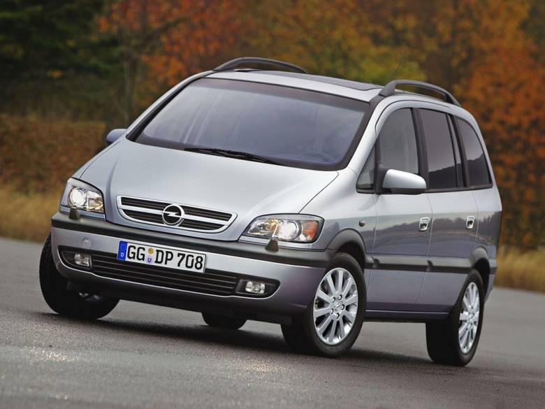 Opel Zafira I (1999-2005), cena: od ok. 5000 zł.Plusy. Trzy rzędy siedzeń (7 osób). Dwa fotele trzeciego rzędu można schować w podłodze przez co zwiększa