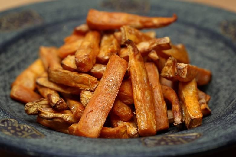Frytki z dyni to ciekawa alternatywa dla tradycyjnych frytek.