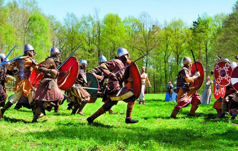 Mężczyźni byli wcielani do Gwardii Słowiańskiej lub kastrowani. Dojrzałe kobiety pracowały na roli, a młodsze wysyłano do haremów.