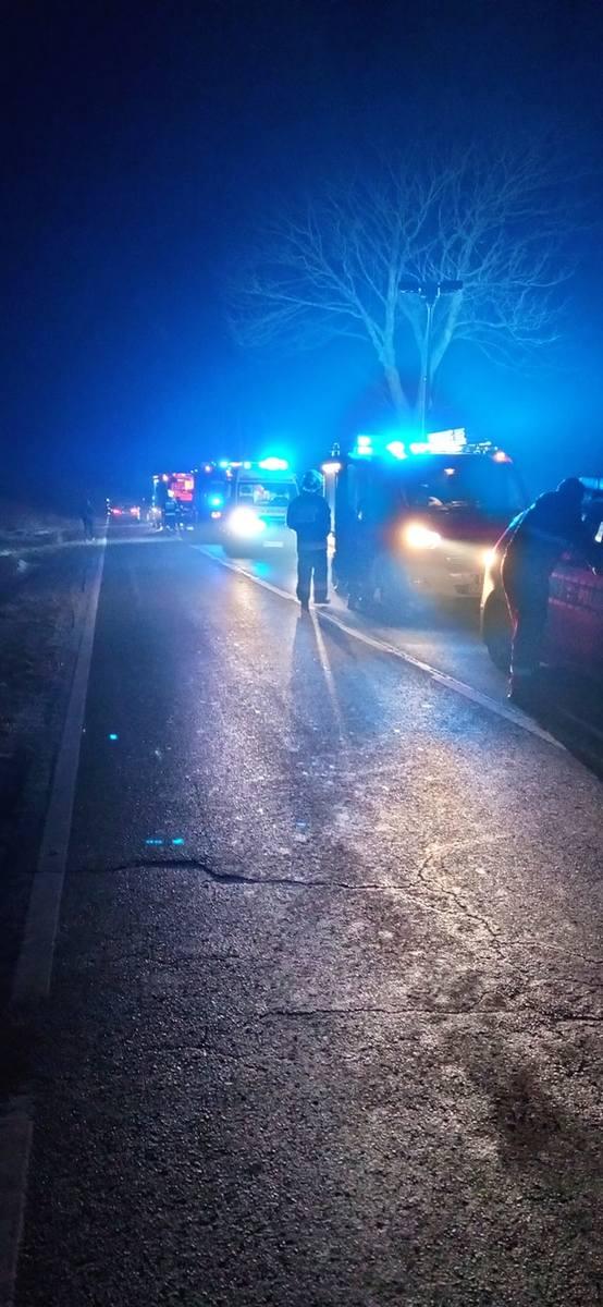 Na drodze wojewódzkiej w Przybysławicach doszło do wypadku, szybki manewr kierowcy skody sprawił, że auto wpadło w drzewo