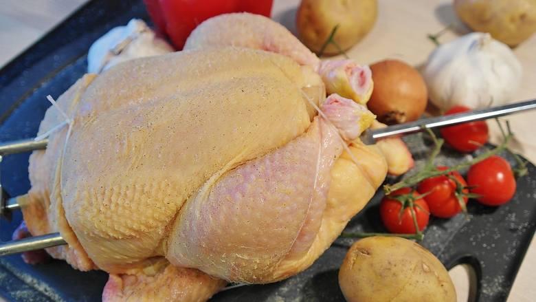 Mięso - np. kurczak - bez antybiotyków to częsta reklama w marketach