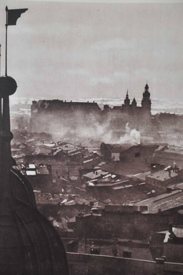 Widok na Wawel z wieży kościoła Mariackiego