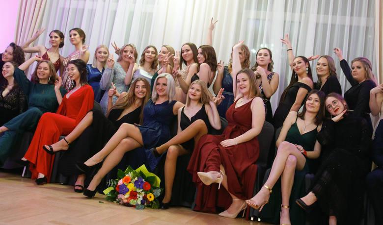 Kolejna studniówka za nami. Tym razem odwiedziliśmy maturzystów z I LO w Rzeszowie, którzy w sobotę bawili się w Rezydencji Alabaster.Więcej zdjęć z
