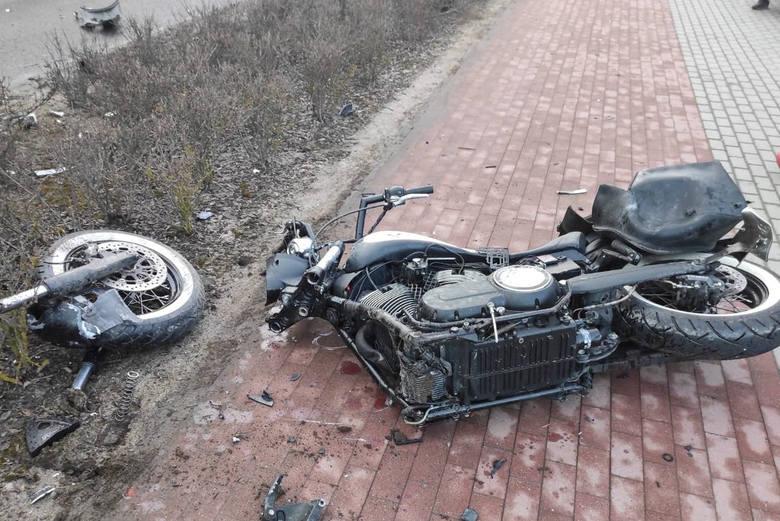 Z ciężkimi obrażeniami ciała do szpitala trafił 48-letni motocyklista.