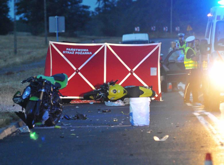 Tragiczny wypadek miał miejsce na ul. Północnej w Kostrzynie nad Odrą. Zgłoszenie o tragedii policjanci otrzymali o godzinie 20.49. Wiadomo, że na prostym
