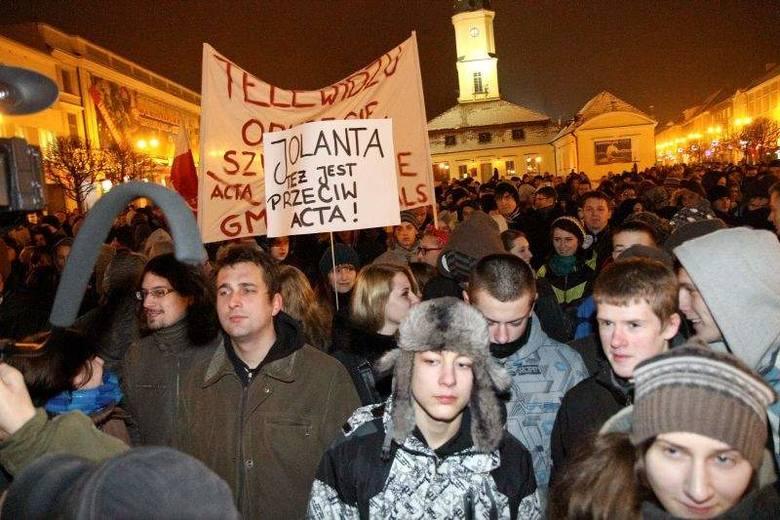 Tłumy ludzi na Rynku Kościuszki [WIDEO, ZDJĘCIA]. Był też Kononowicz