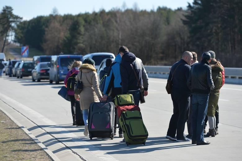 W nocy z 14 na 15 marca Polska zamknęła granicę z Ukrainą w Medyce, Krościenku i Budomierzu. Cały ruch graniczny skierowano do Korczowej. Przed granicą