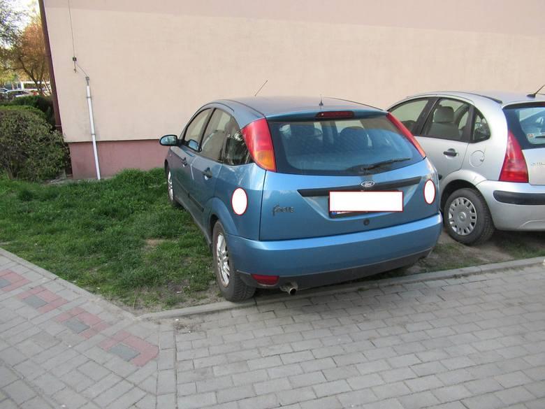Tarnobrzeg. Kolejne wyczyny mistrzów parkowania. Posypały się mandaty od Straży Miejskiej (ZDJęCIA)
