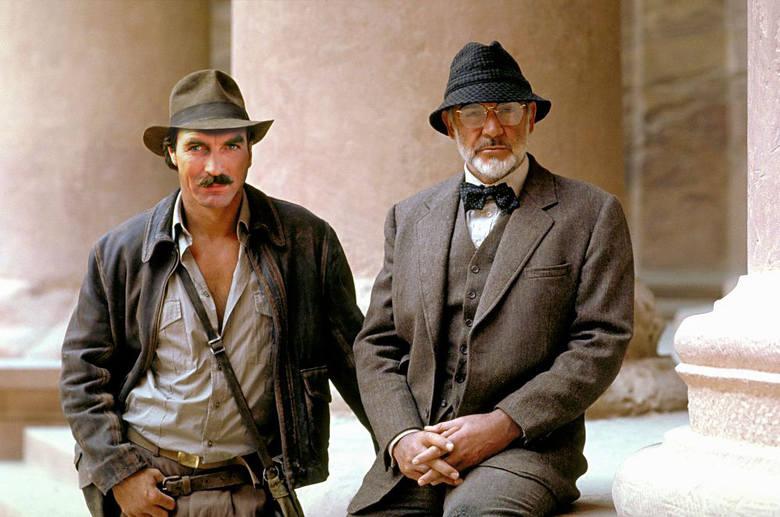 W filmie Indiana Jones, Poszukiwacze zaginionej Arki w tytułowej roli miał pierwotnie wystąpić aktor znany później z serialu Przyjaciele, Tom Selleck.