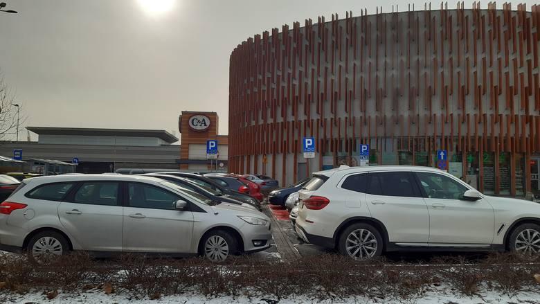 W Silesia City Center w Katowicach od rana w sobotę, 6 lutego, gościła tłumy klientów. Pod niektórymi sklepami ustawiały się duże kolejkiZobacz kolejne