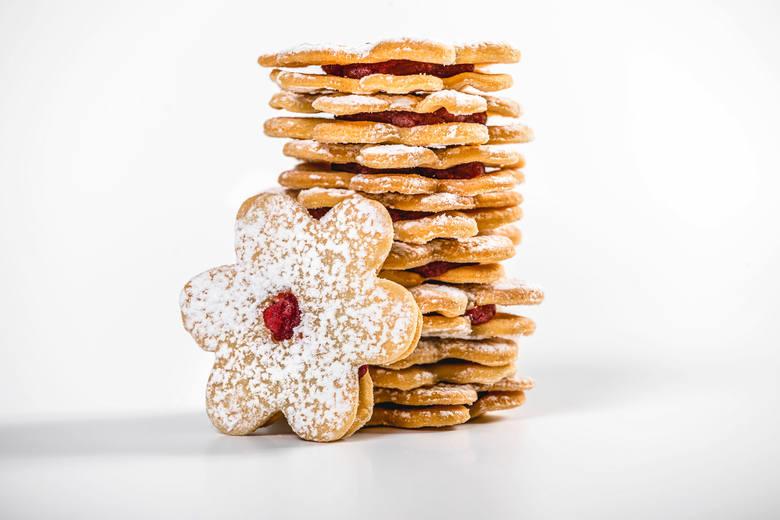 Są ciasteczka różane, z nadzieniem adwokatowym i kajmakowym