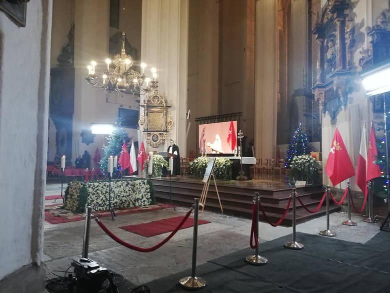 Bazylika Mariacka w oczekiwaniu na trumnę z ciałem Prezydenta Pawła Adamowicza