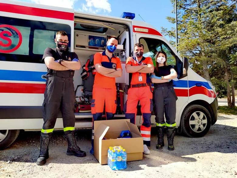 Strażacy podsumowują akcję pomocy medykom. Zebrali tony żywności i tysiące środków ochrony i setki litrów płynów do dezynfekcji