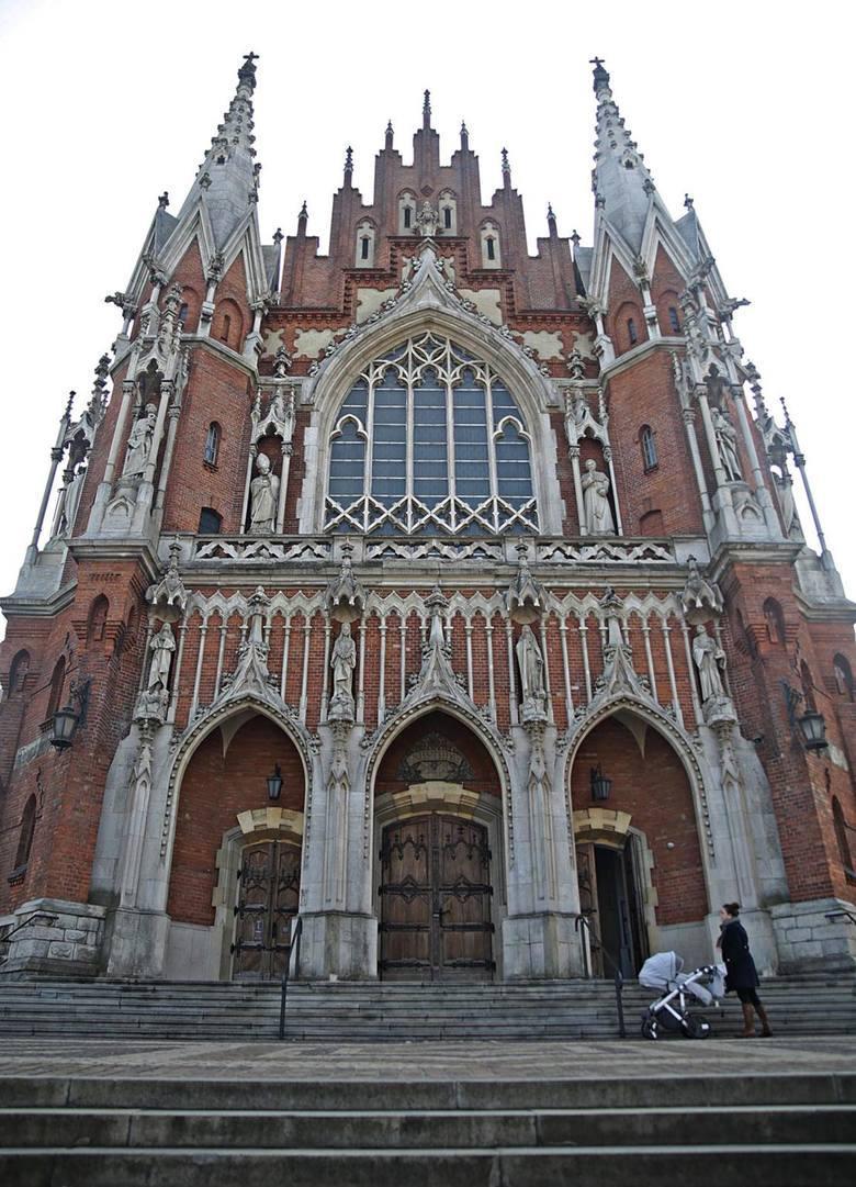 Kościół św. JózefaSłynny neogotycki kościół podgórski zaprojektował absolwent architektury Politechniki Lwowskiej Jan Sas-Zubrzycki. Budowę kościoła
