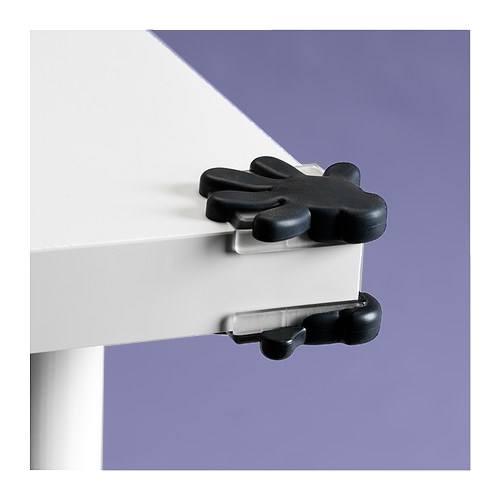 Malec nie uderzy się o róg stołu, gdy nakleimy na niego gumowe nakladki.