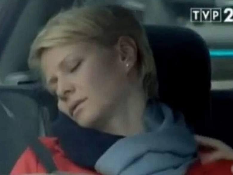 Miliony Polaków oglądało Śmierć Hanki Mostowiak. Kożuchowska, która grała rolę Hani postanowiła odejść z serialu. Pogrzebu jednak nie będzie.