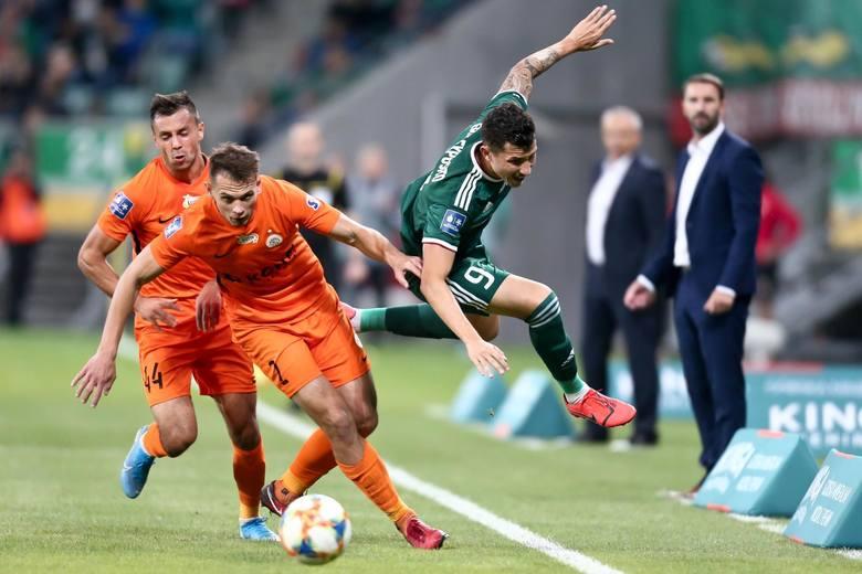 Piłkarze są na pierwszym planie, ale za ich grą stoją trenerzy. Vitezslav Lavicka jeszcze nie wygrał z Martinem Sevelą. Obaj panowie urodzili się jeszcze