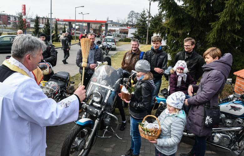 Tradycyjnie już, w Wielką Sobotę w Parafii Św. Antoniego z Padwy przy ul. Głuchej 15 w Bydgoszczy odbyła się święconka miłośników jazdy na motocyklach.
