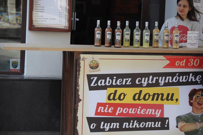 Jeden z łódzkich barów proponuje cytrynówkę... na wynos