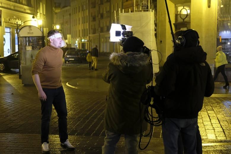 Kuchenne rewolucje w Toruniu od kuchni. Tak dziś kręcili finałowy odcinek! Zobacz zdjęcia! Więcej szczegółów znajdziesz tutaj: Kuchenne rewolucje: finał