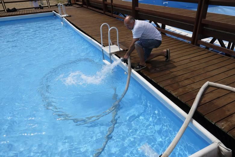 Baseny sezonowe na Skarpie i Bydgoskim Przedmieściu zostaną otwarte 19 czerwca. Przygotowania do tego już jednak trwają, woda w kąpieliskach musi być przebadana przez sanepid<br />