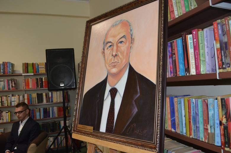 Aleksander Janta-Połczyński patronem tucholskiej bPortret do biblioteki namalowała Małgorzata Obuchowska.