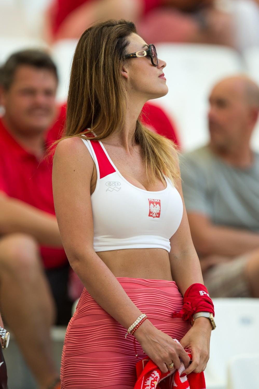 Oto miss Euro 2016? Zobacz zdjęcia kibiców z meczu Polska ...