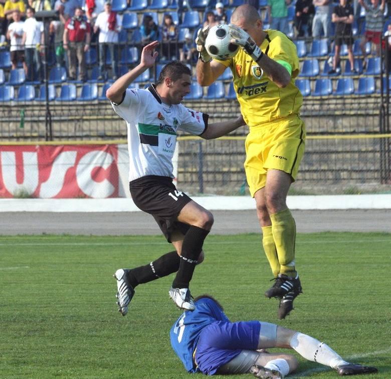 Bartłomiej Piszczek (z lewej) grał jeszcze jesienią w Stali Stalowa Wola, zimą skorzystał z szansy i przeniósł się do Floty Świnoujście. W sobotę mecz