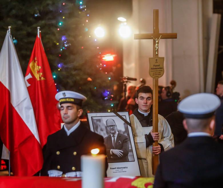 Trumna śp. Pawła Adamowicza w Bazylice Mariackiej. Msza w intencji zmarłego