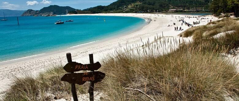 """Rodas w galicyjskim Vigo – brytyjski """"The Guardian uznał ją za najpiękniejszą plażę świata"""
