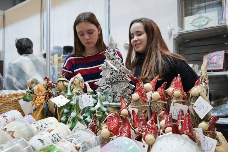 Do niedzieli, 1 grudnia, na MTP trwa Festiwal Sztuki i Przedmiotów Artystycznych. Można tutaj kupić unikatowe prezenty i ozdoby świąteczne, a także wziąć