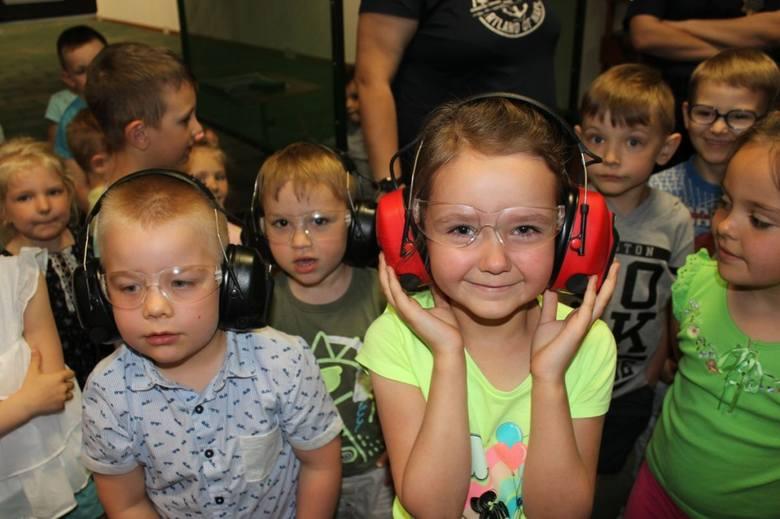 Dzieci z Jastrzębia w gminie Lipno odwiedziły lipnowskich policjantów